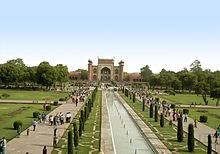 220px-Taj_Mahal_5