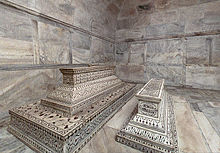 220px-Tombs-in-crypt
